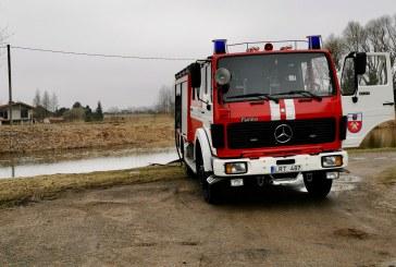 "Rajono ugniagesiai išbandė įsigytą ""Mercedes Benz 1322 AF"" automobilį"