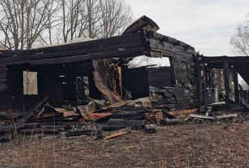 Vidurnaktį Skriaudžiuose sudegė gyvenamasis namas