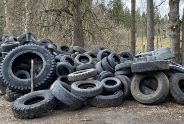 Miškuose vis dar randamos išmestos padangos ir šiukšlės