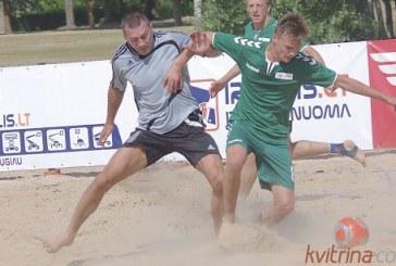 """Prienų KKSC futbolininkai """"Stiklitos"""" paplūdimio futbolo čempionatą pradėjo sėkmingai"""