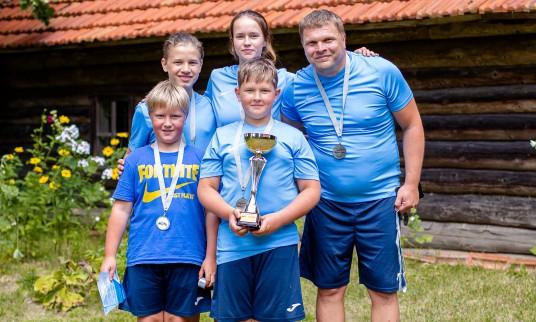 Radzevičių šeima iš Kybartų pasipuošė antros vietos medaliais ir taure