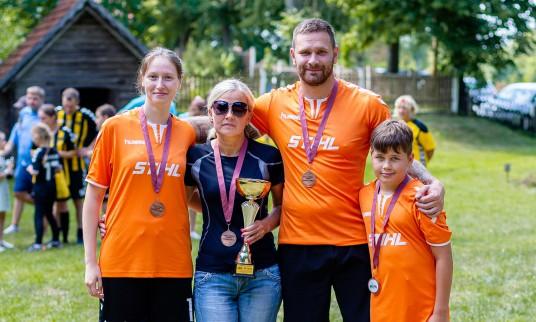 Tamulynų šeima iš Marijampolės iškovojo trečios vietos medalius ir taurę
