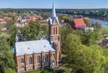 Birštone, šalia bažnyčios šventoriaus tvoros, nukritusi medžio šaka mirtinai sužalojo viešnią iš Vilniaus