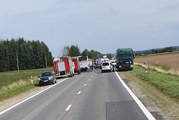 Kelyje Prienai-Vilnius susidūrė lengvasis automobilis ir autobusas. Žuvo lengvojo automobilio vairuotojas