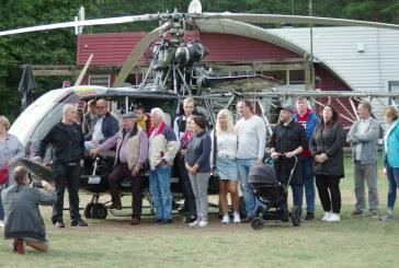 """Pociūnuose po 6 metų pertraukos vėl buvo galima pasigrožėti Vytauto Radavičiaus sraigtasparniu """"Sidabrinis titanas VR-555"""""""