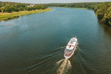 """MB """"Nemuno turas"""" Birštone įrengė plaukiojančią keleivinių laivų švartavimui skirtą prieplauką"""